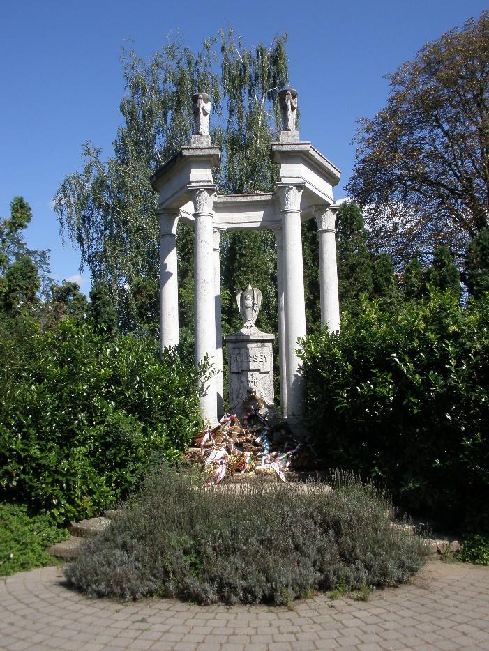 Kölcsey síremléke a szatmárcsekei temetőben