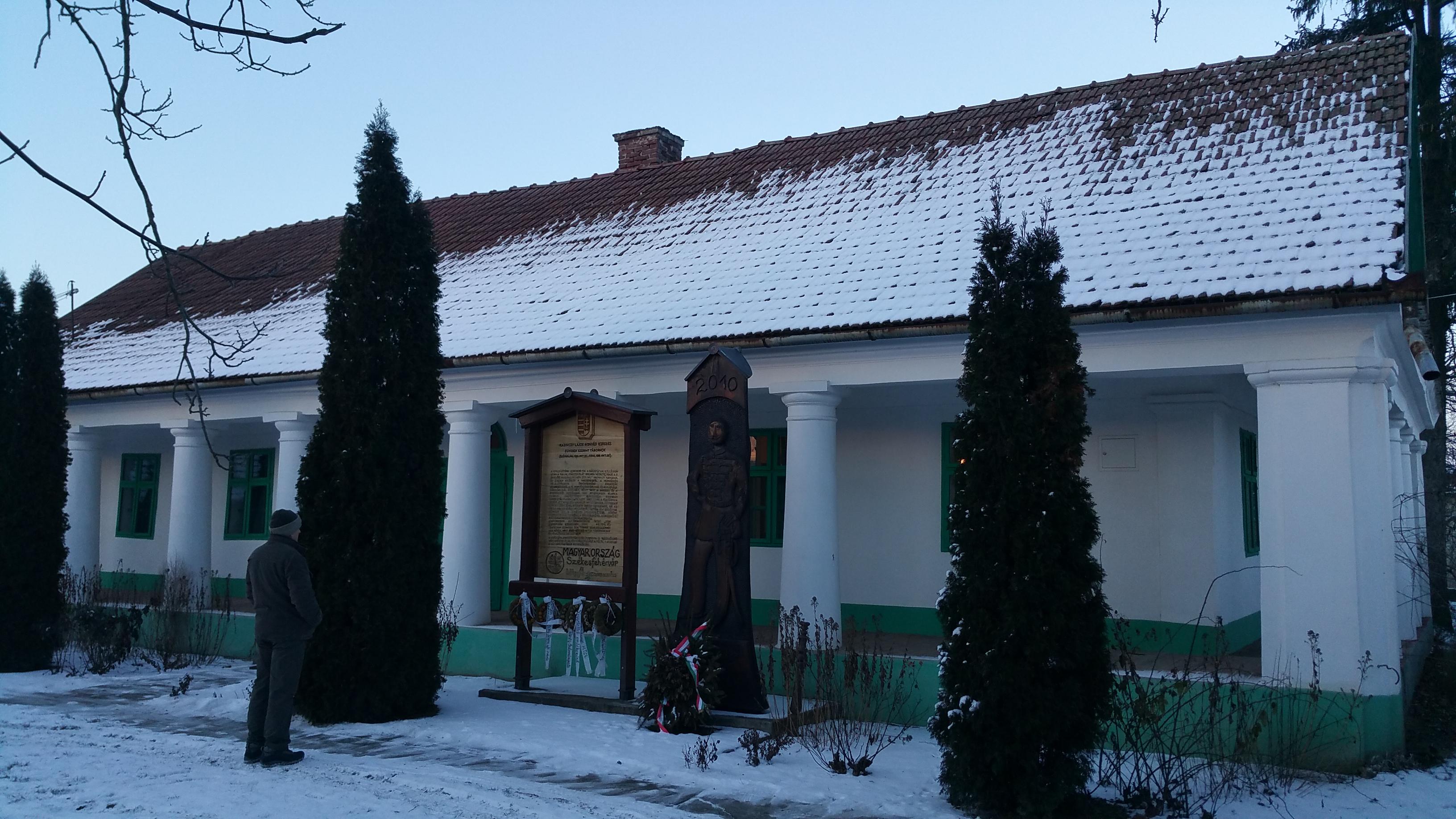 Az emlékmúzeum épülete az udvar felől