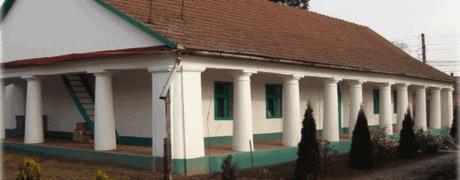 Az emlékmúzeum épülete hátulról