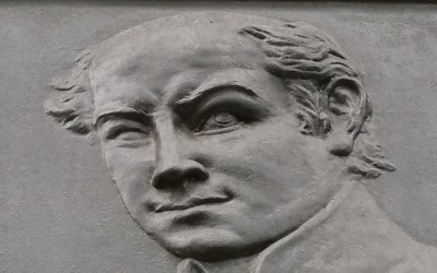 Debrecen, Kálvin tér 16., dombormű a Református Kollégium falán (Nagy Sándor János, 1933, bronz)