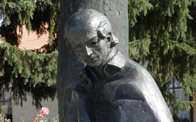Szatmárcseke, Kölcsey u. 46., Művelődési Ház előtti park (Marton László, 1973, réz ötvözet)