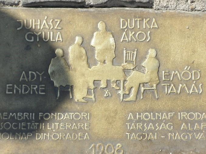 A talapzaton található felirat
