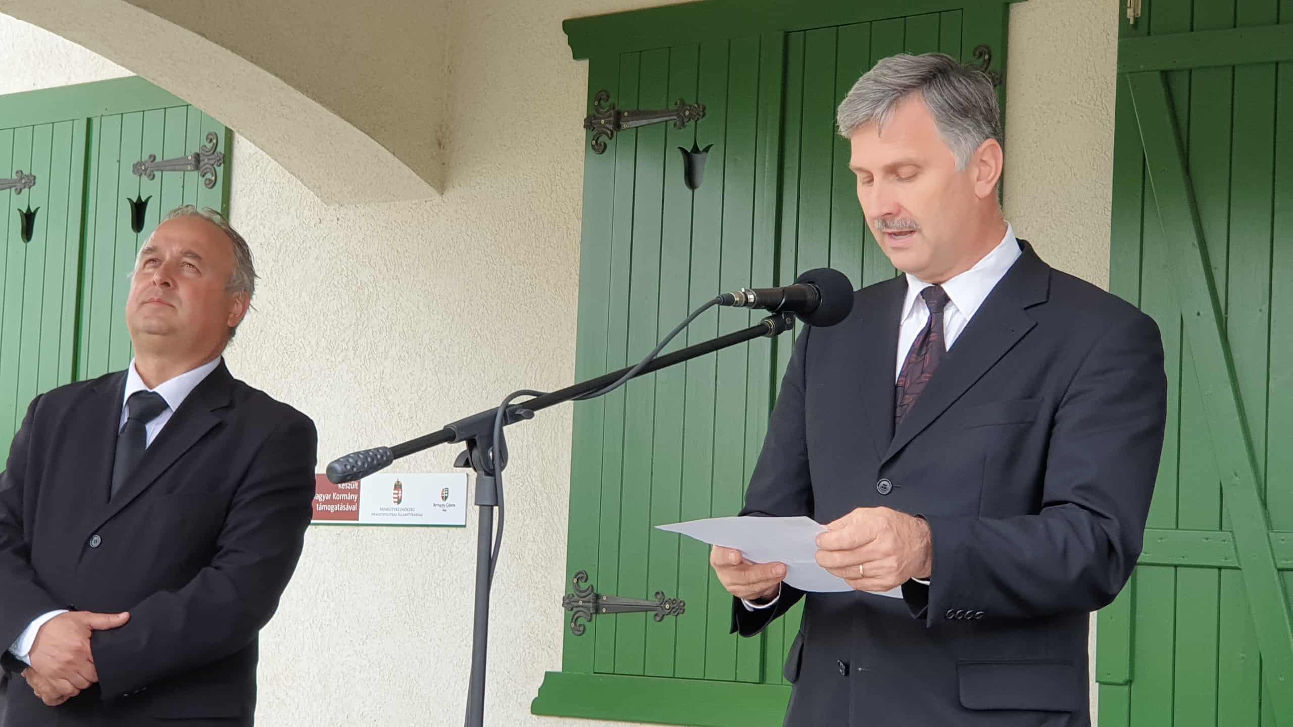 Pakulár István és Dobai Zoltán lelkészek