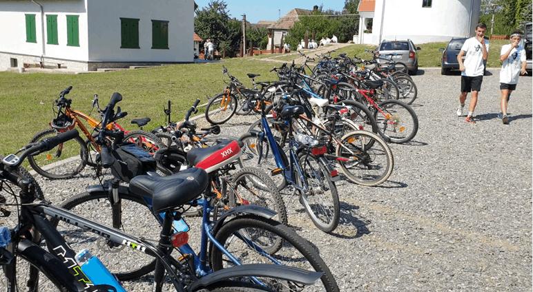 Sokan biciklivel tették meg a távot