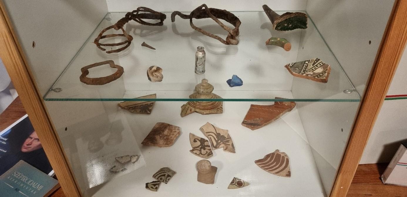 A kúria területéről származó régészeti leletek