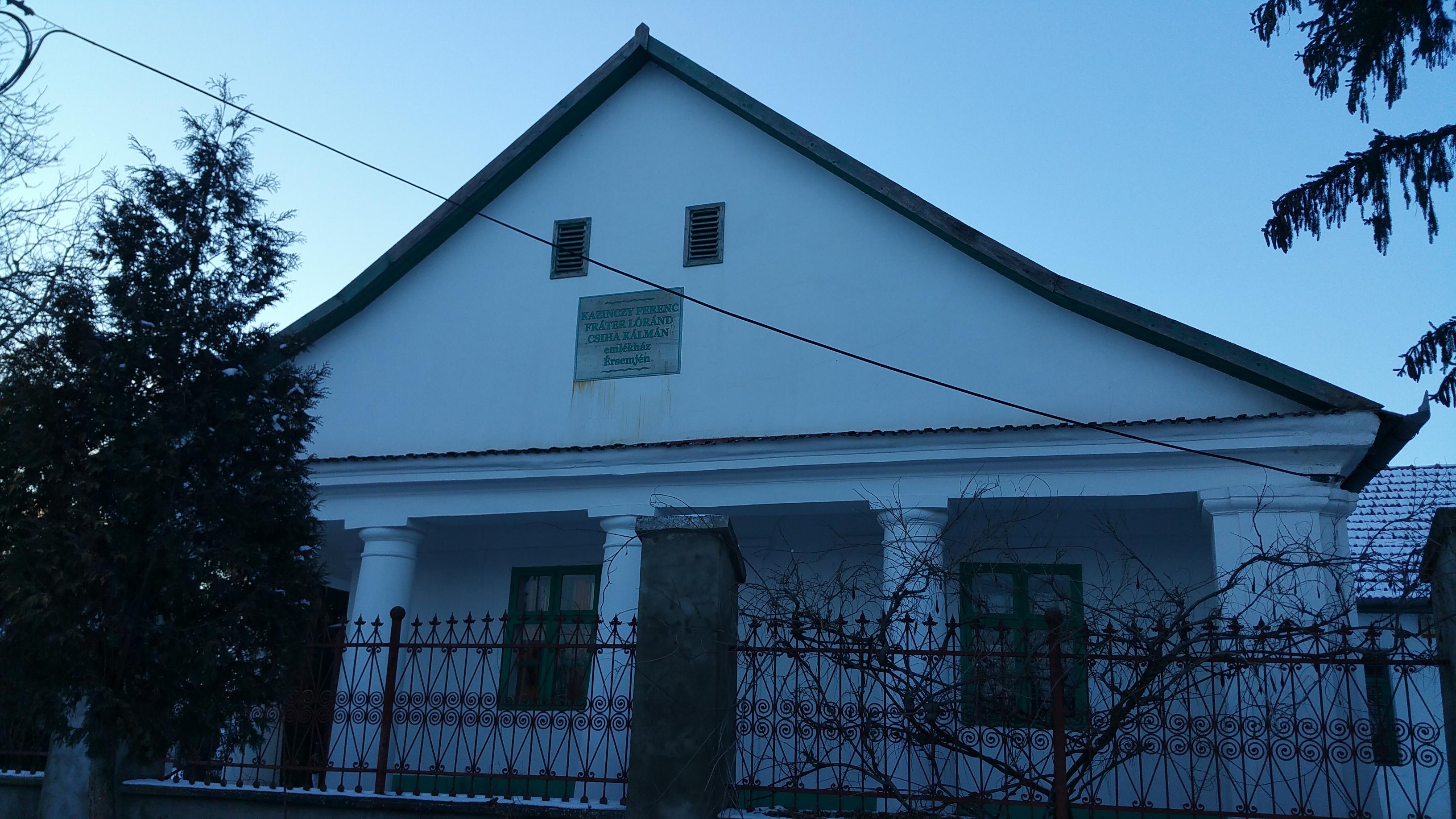 A község 3 híres szülöttének szentelt múzeum épületének utcafrontja