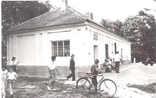 Az első Kazinczy emlékszobának helyt adó volt református fiúiskola épülete