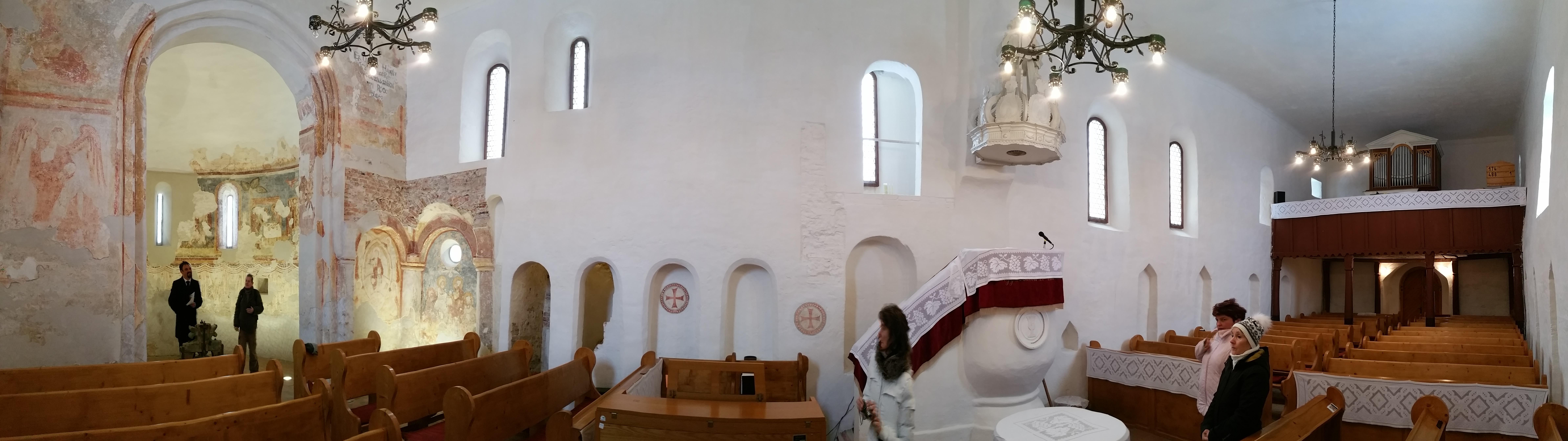 A templom belső panorámaképe