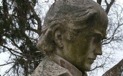 Álmosd, Kölcsey u. 13., Kölcsey Ferenc Emlékház kertje (Marton László, 1974, süttői mészkő)