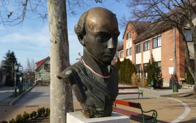Pécel, Kossuth tér, a Városháza mellett (Szabó Tamás, 2005, bronz)