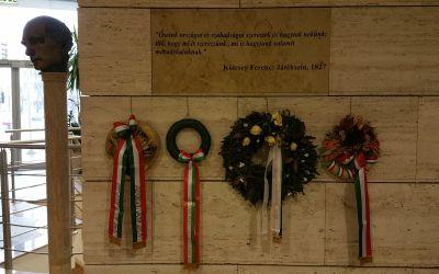 Debrecen, Hunyadi u. 1-3., Kölcsey Központ (Török Richárd, 1989, 2006-ban öntötték bronzba, fejszobor márványoszlop talapzaton)