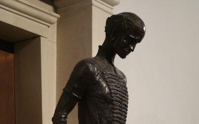 Kölcsey Ferenc Gimnázium, Budapest, VI. Munkácsy Mihály u. 26. (Kő Pál, 1991, bronz)