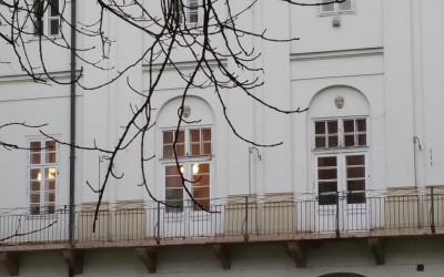 Budapest, V. Városház u. 7., Vármegyeháza Semmelweis utcai bejárata felőli első udvarának falán (Beck Ö. Fülöp, 1938, bronz emléktábla)