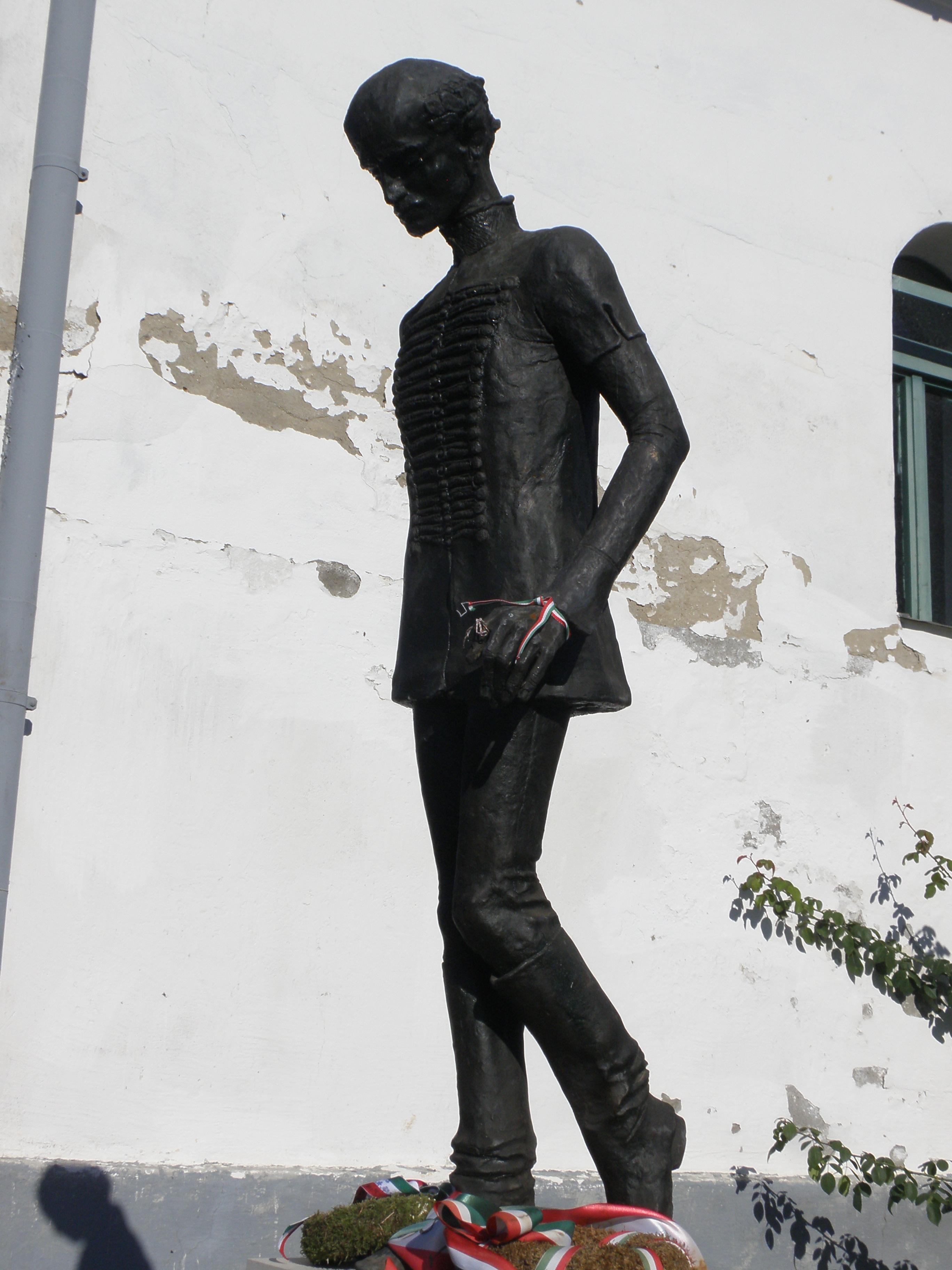 A szobor Sződemeteren