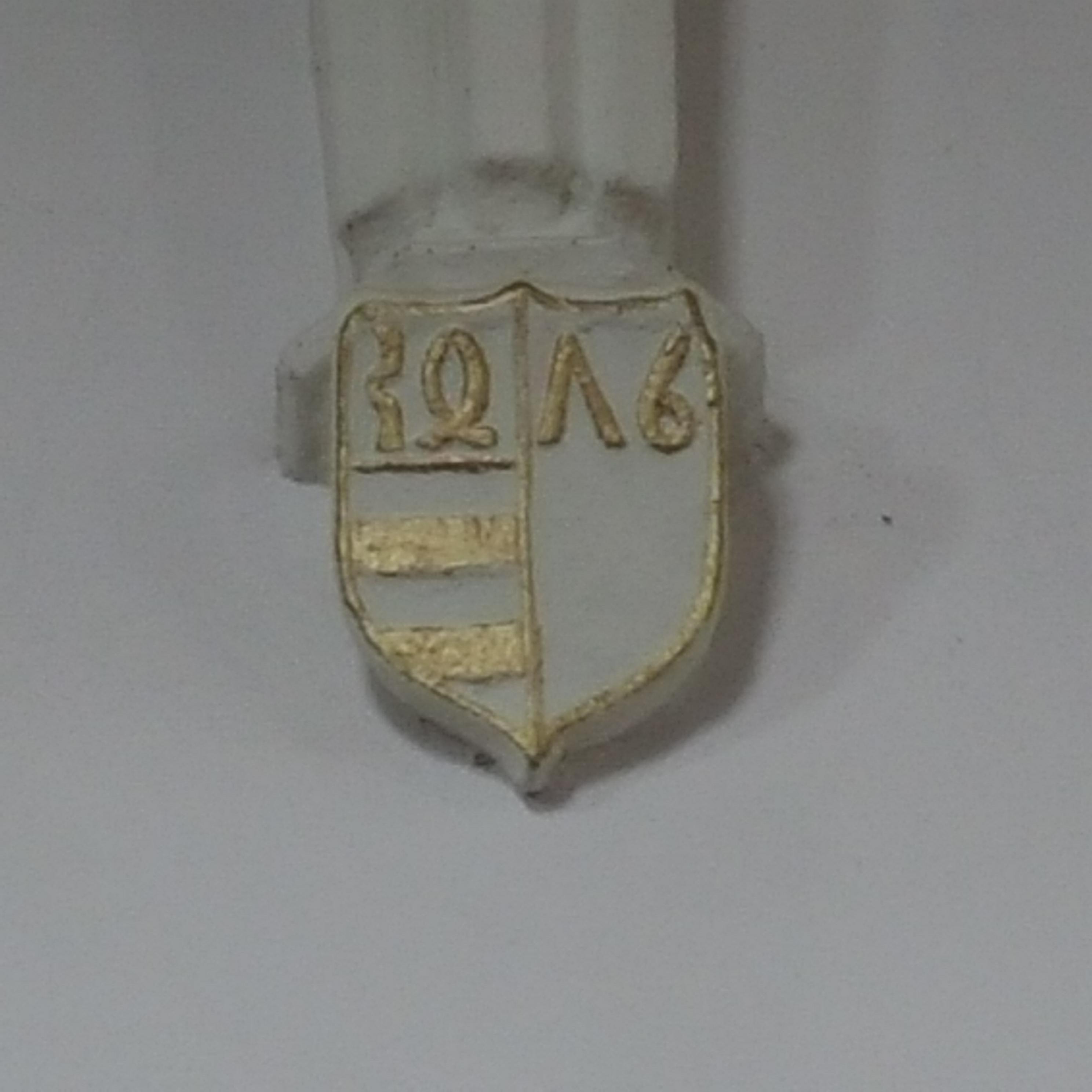 Az 1476-os évszámot ábrázoló címerpajzs
