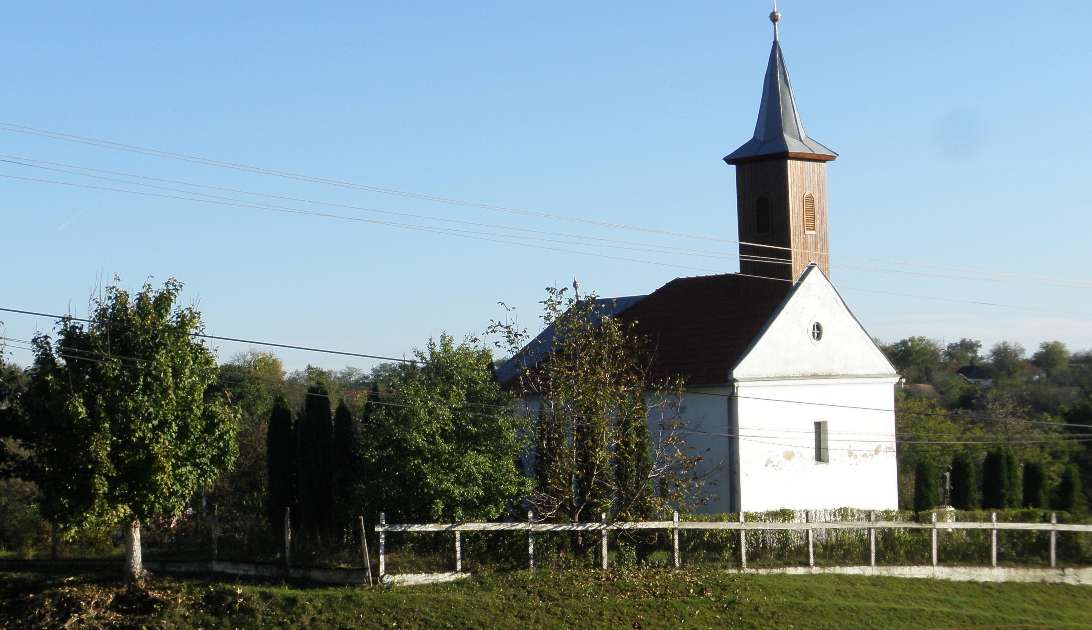 A templom a szülőház felől
