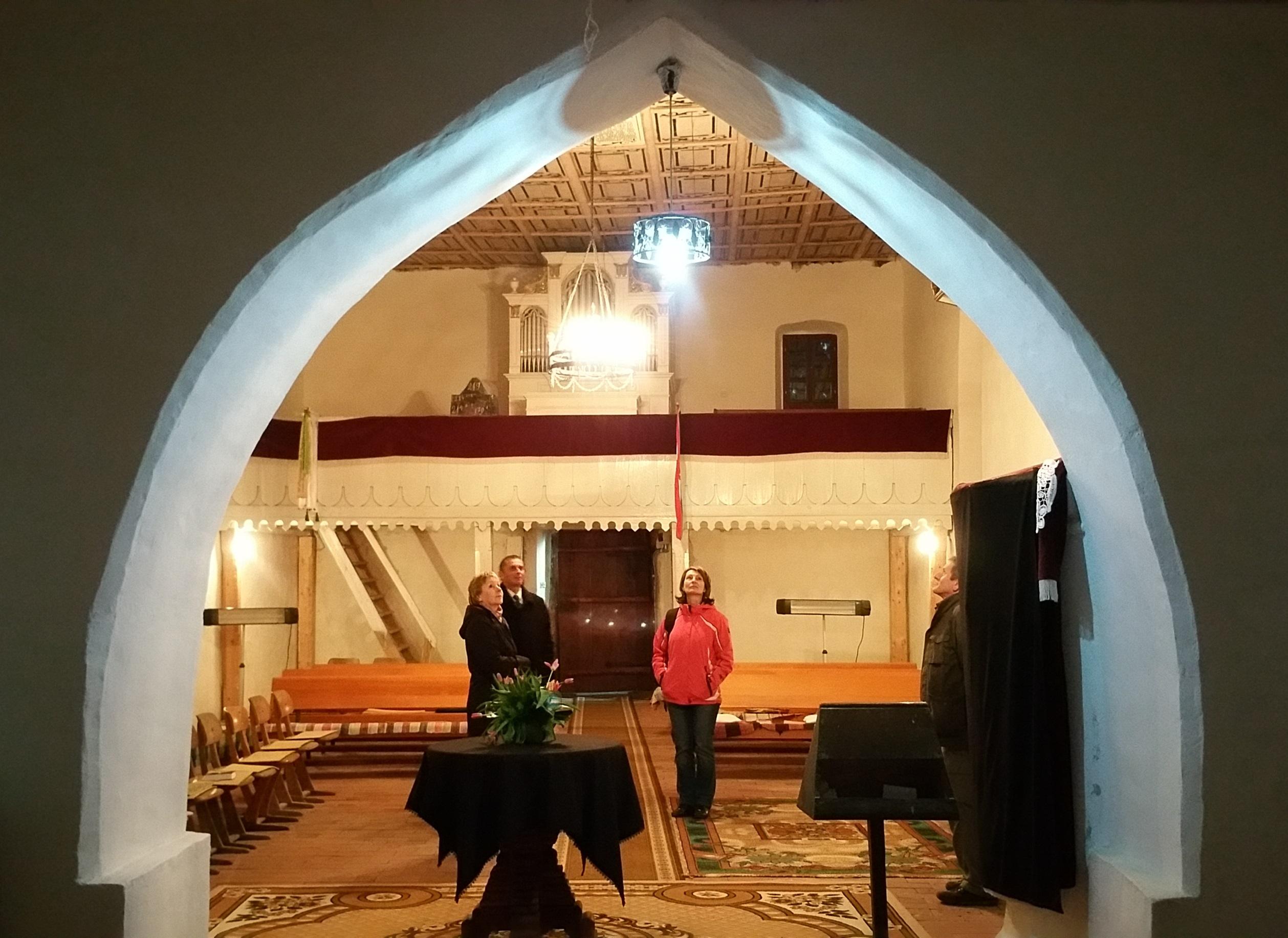 A templom belseje a szentély felől