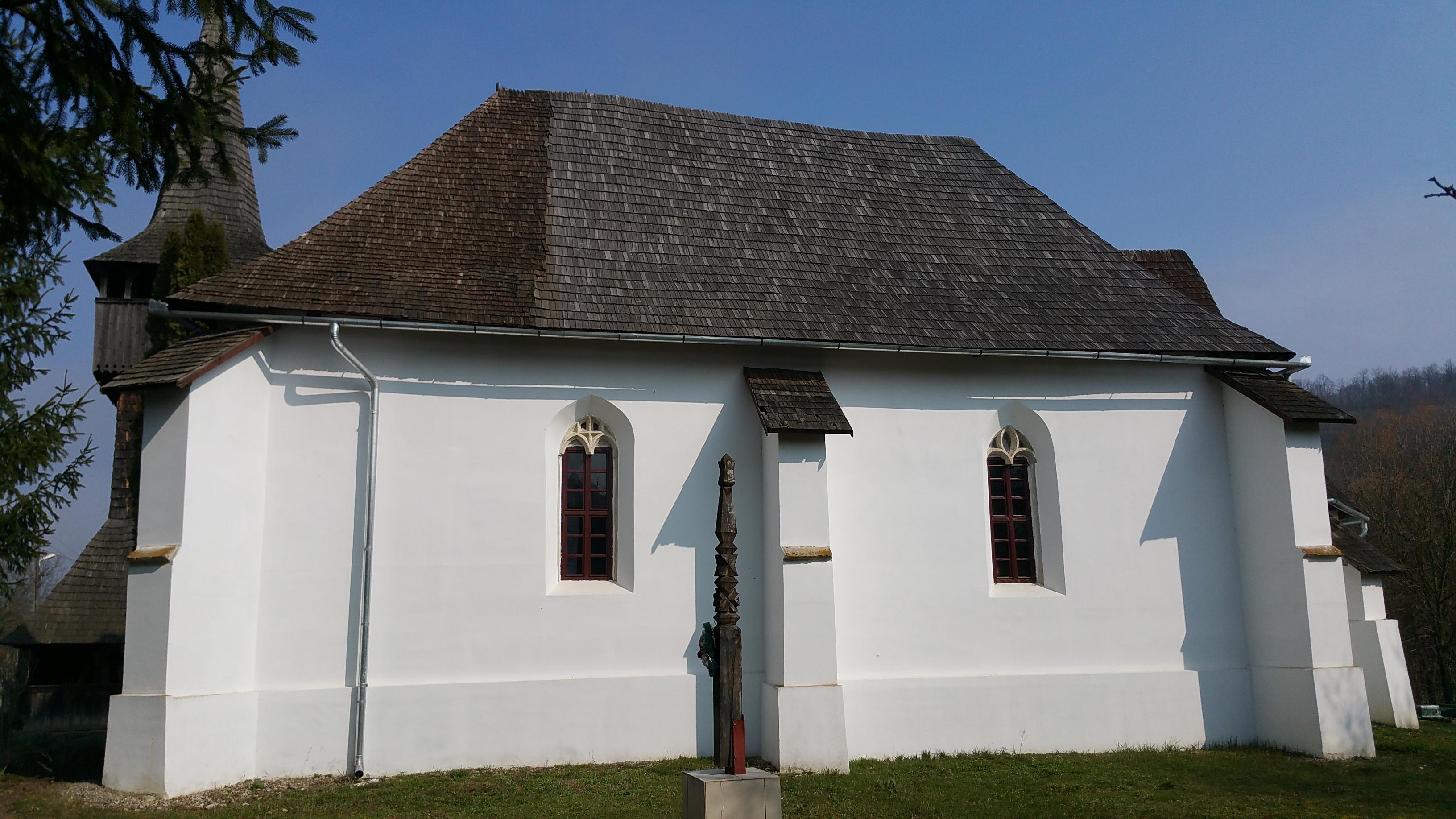 A tetőszerkezet és a mérműves ablakok