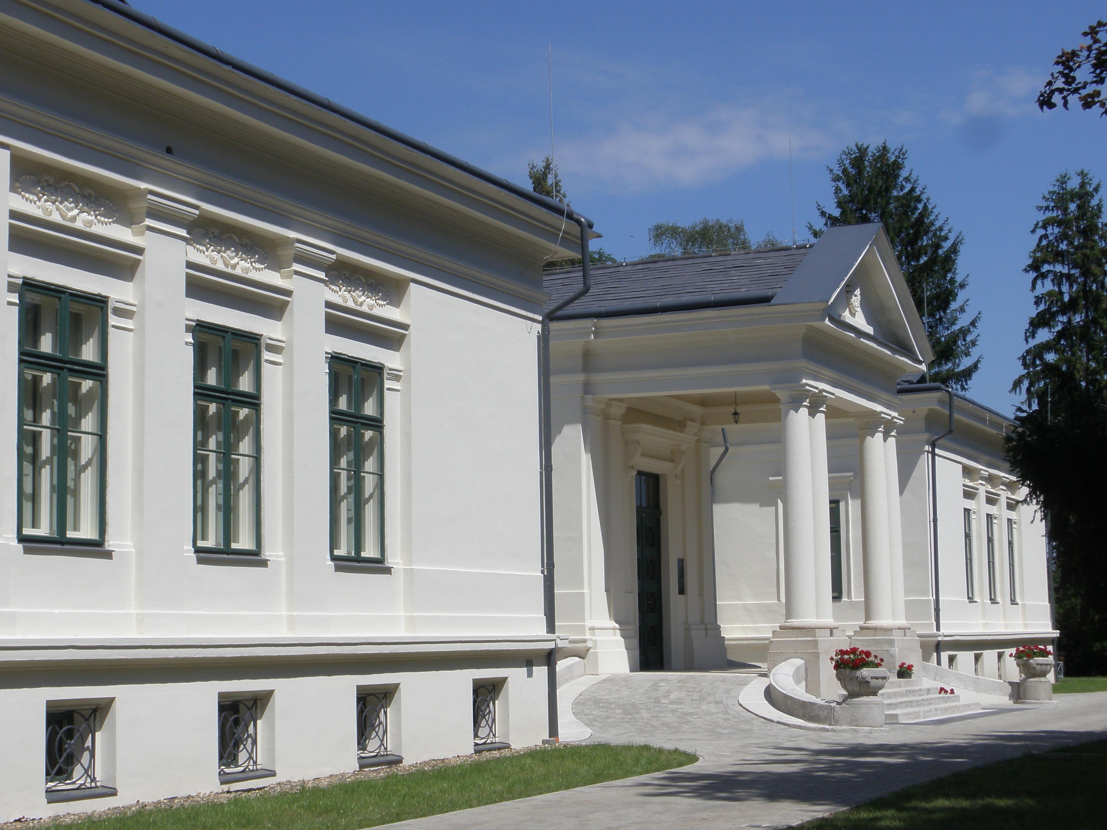 A kastély elegáns bejárata