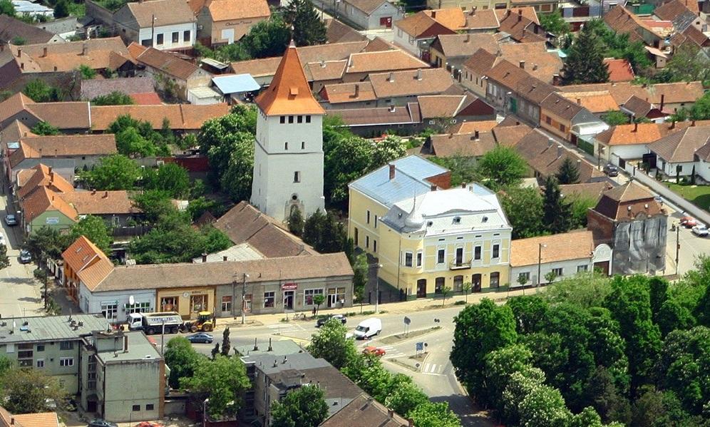 Nagyszalonta látképe ma az Arany János Emlékmúzeumnak helyet adó Csonkatoronnyal