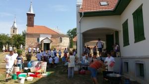 Ebéd a sződemeteri református templom kertjében