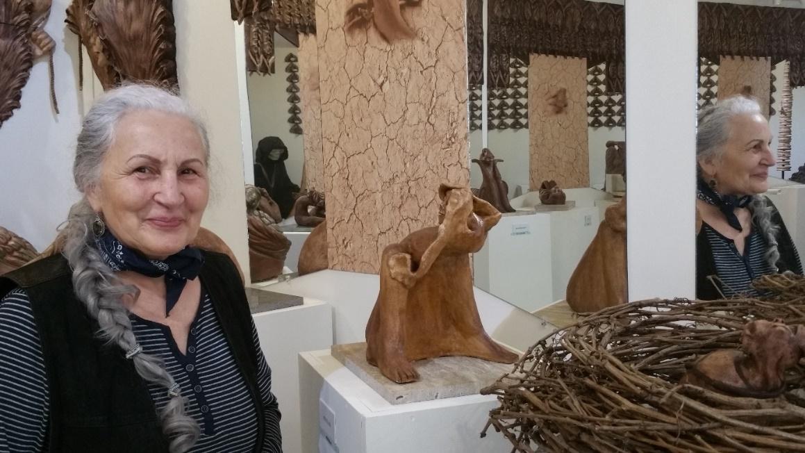 A művésznő az életmű kiállításának helyt adó múzeumban