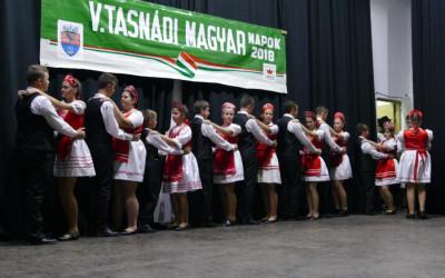 Az ünnepi műsoron részt vevő néptánccsoportok egyike