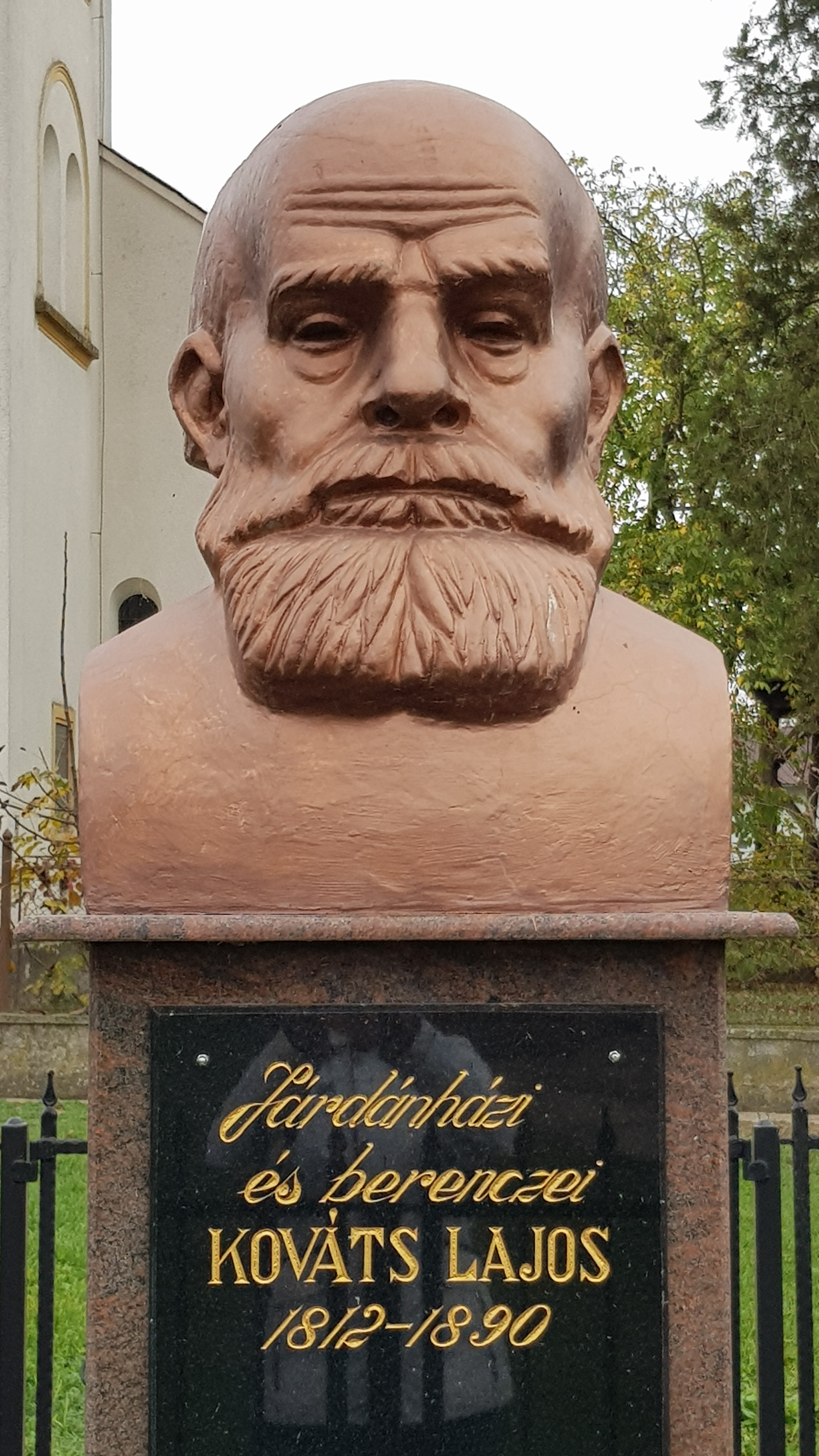 Kováts Lajos szobra