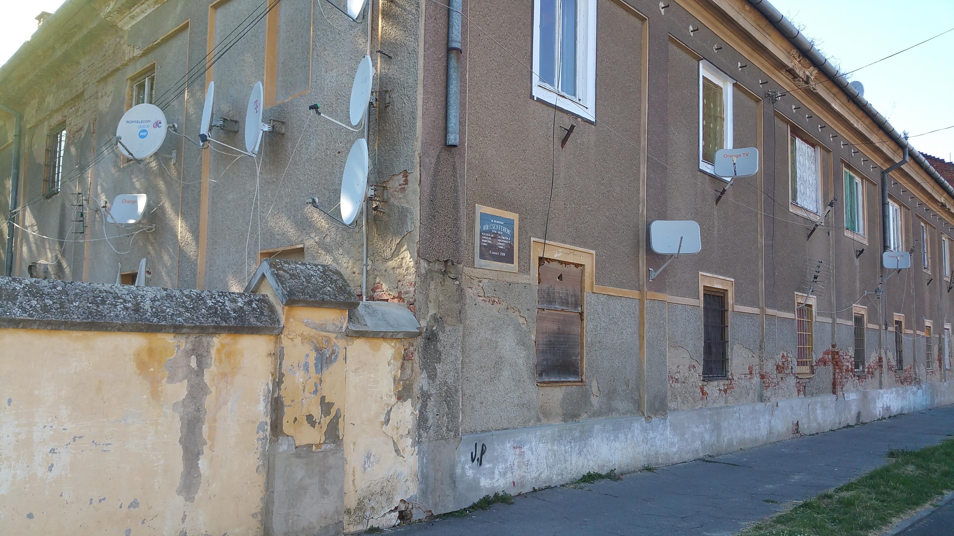 Az épület oldalsó része