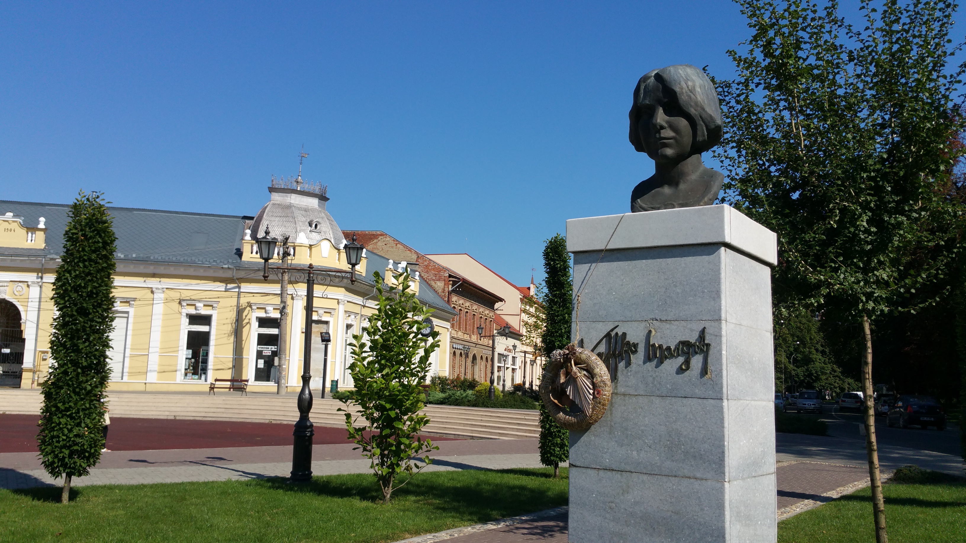 Kaffka Margit mellszobra