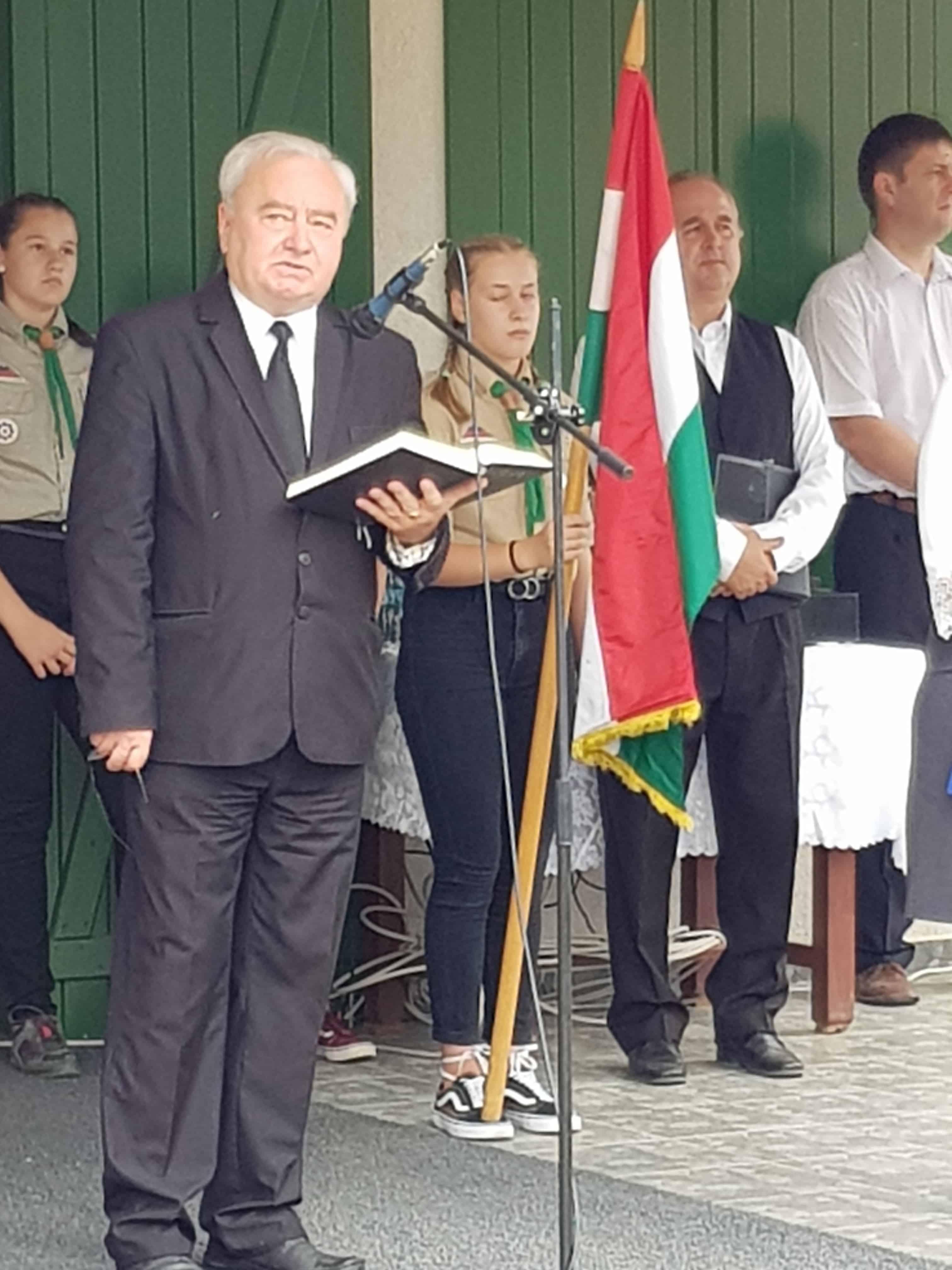 Ft. Csűry István püspök